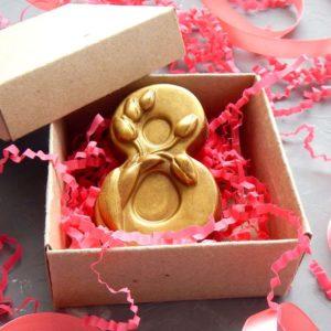 Шоколадные подарки для женщин на 8 Марта